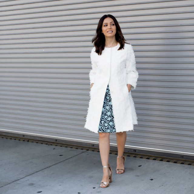 Fashion blogger wearing a classic white coat for Fall