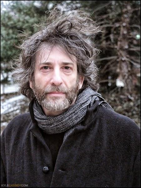 Foto recente di Neil Gaiman (2017-18)