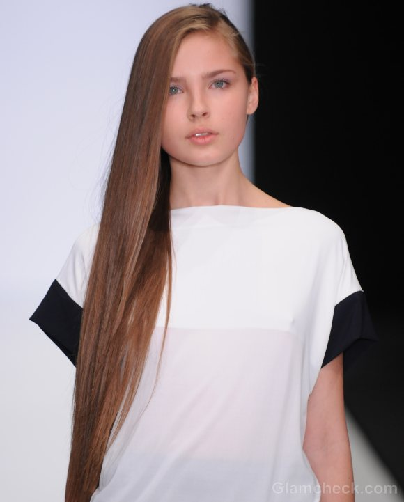 Hairstyle How To Side Swept Straight Long Hair