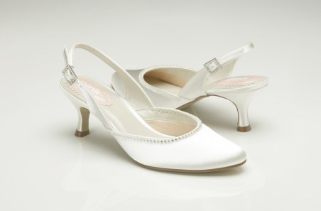 low-heel-wedding-shoes-with-pearl