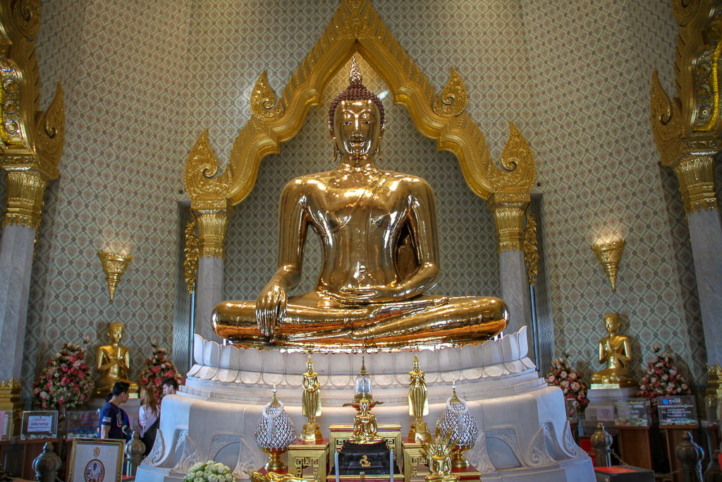 4 Day Bangkok Itinerary | Golden Buddha at Wat Traimit