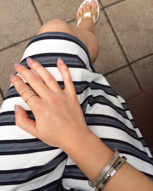 summer look, black and white, dress, stripes, silver bracelets