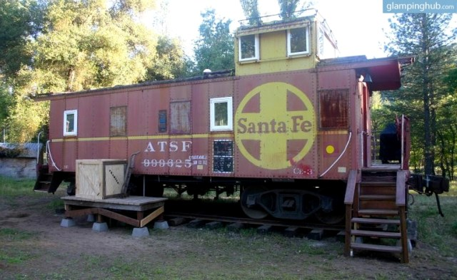 vintage-santa-fe-caboose-luxury-rental-yosemite-national-park-california