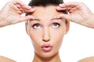 Rughe sotto occhi e fronte: rimedi efficaci