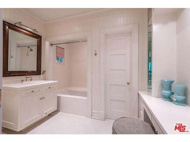 adele-beverly-hills-home-mansion-house-inside-interior-23-640x480