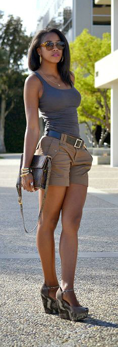5-keep-it-simple-by-tucking-in-a-plain-tank-and-adding-a-belt-and-heels