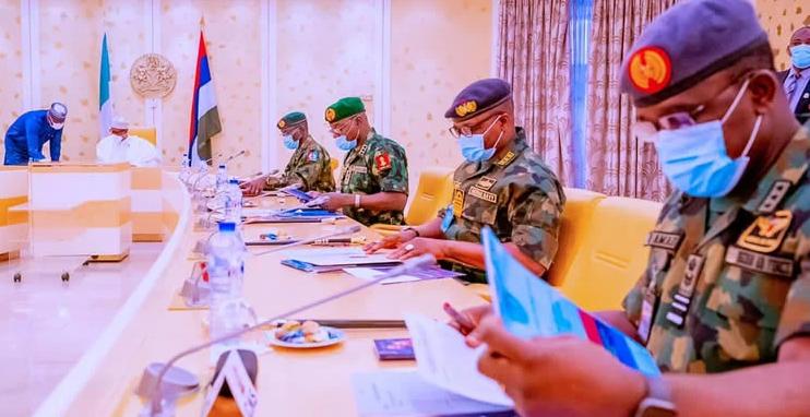 Buhari Meets Security Chiefs