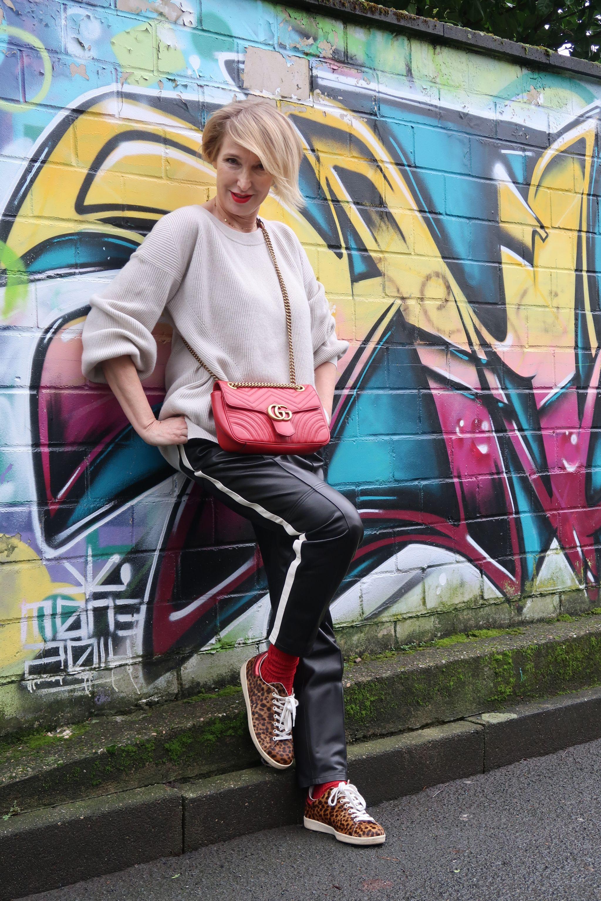 glamupyourlifestyle lederhose leo-sneakers track-pants kaschmir-Pullover Dorothee-Schumacher ue40-Mode ue40-Blog