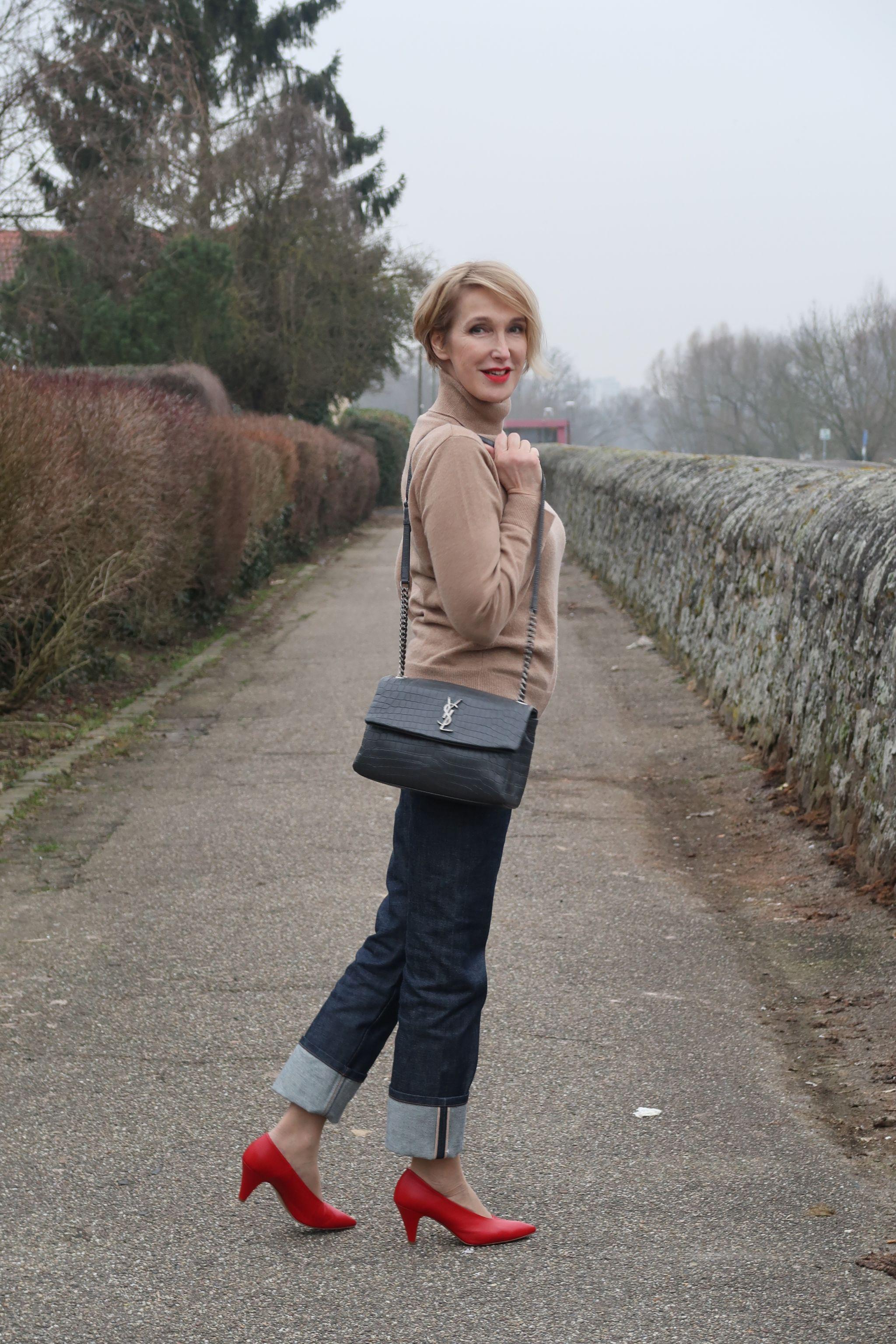 glamupyourlifestyle rollkragenpullover rote-Pumps Victoria-Beckham-Style Saint-Laurent-Tasche ue40-Mode ue40-Bloggerin