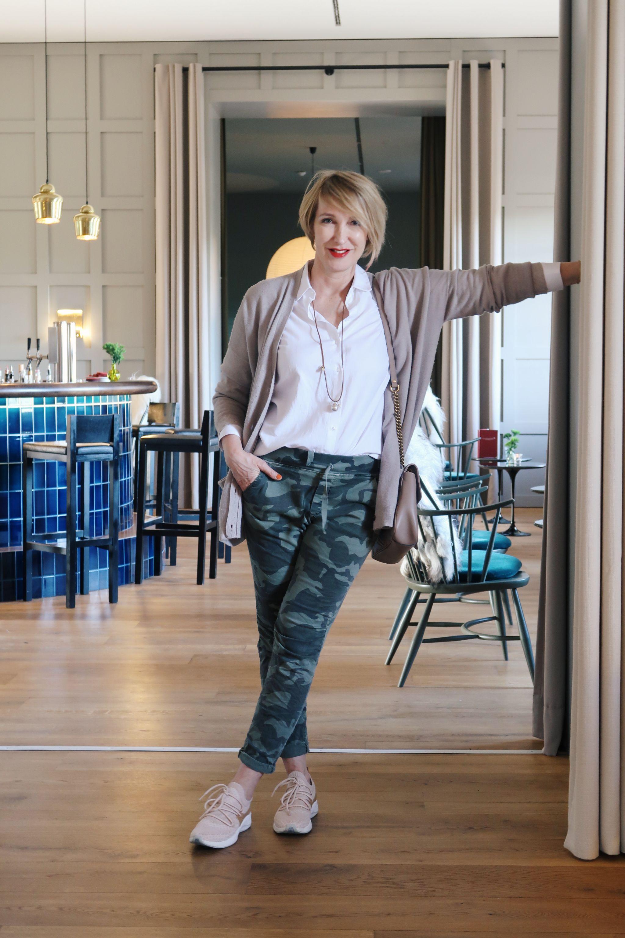 glamupyourlifestyle klassische-weiße-bluse camouflage-muster camouflage neyo-fashion timberland-sneakers ue40-blog