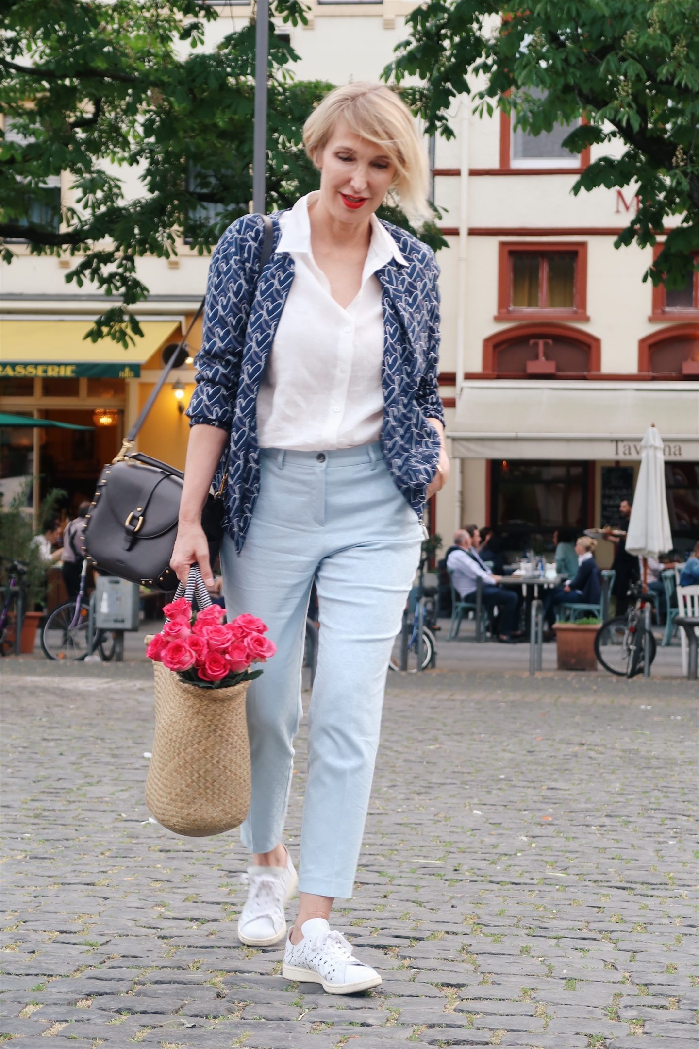 glamupyourlifestyle casual-chic casual-friday lässiges-outfit sneakers leinenhemd ue-40-mode ü-40-blog