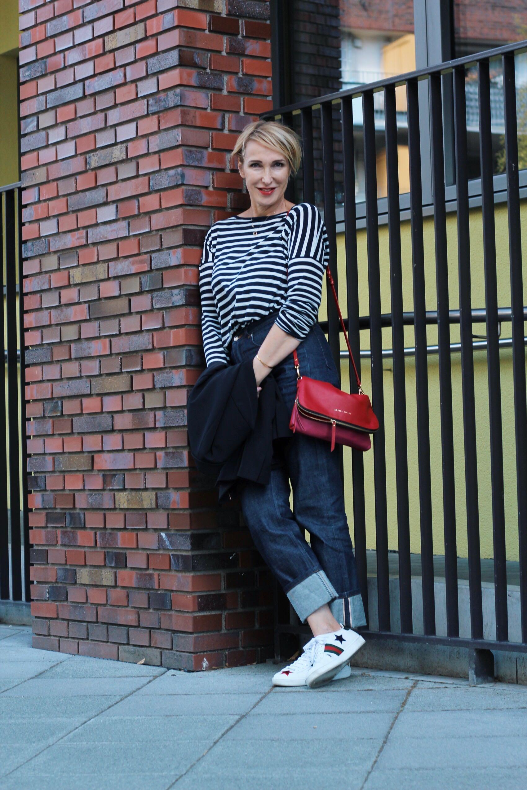 glamupyourlifestyle Blazer Jeans Streifen Sneakers ü-50-blog ue-50-blog ue-40-blog