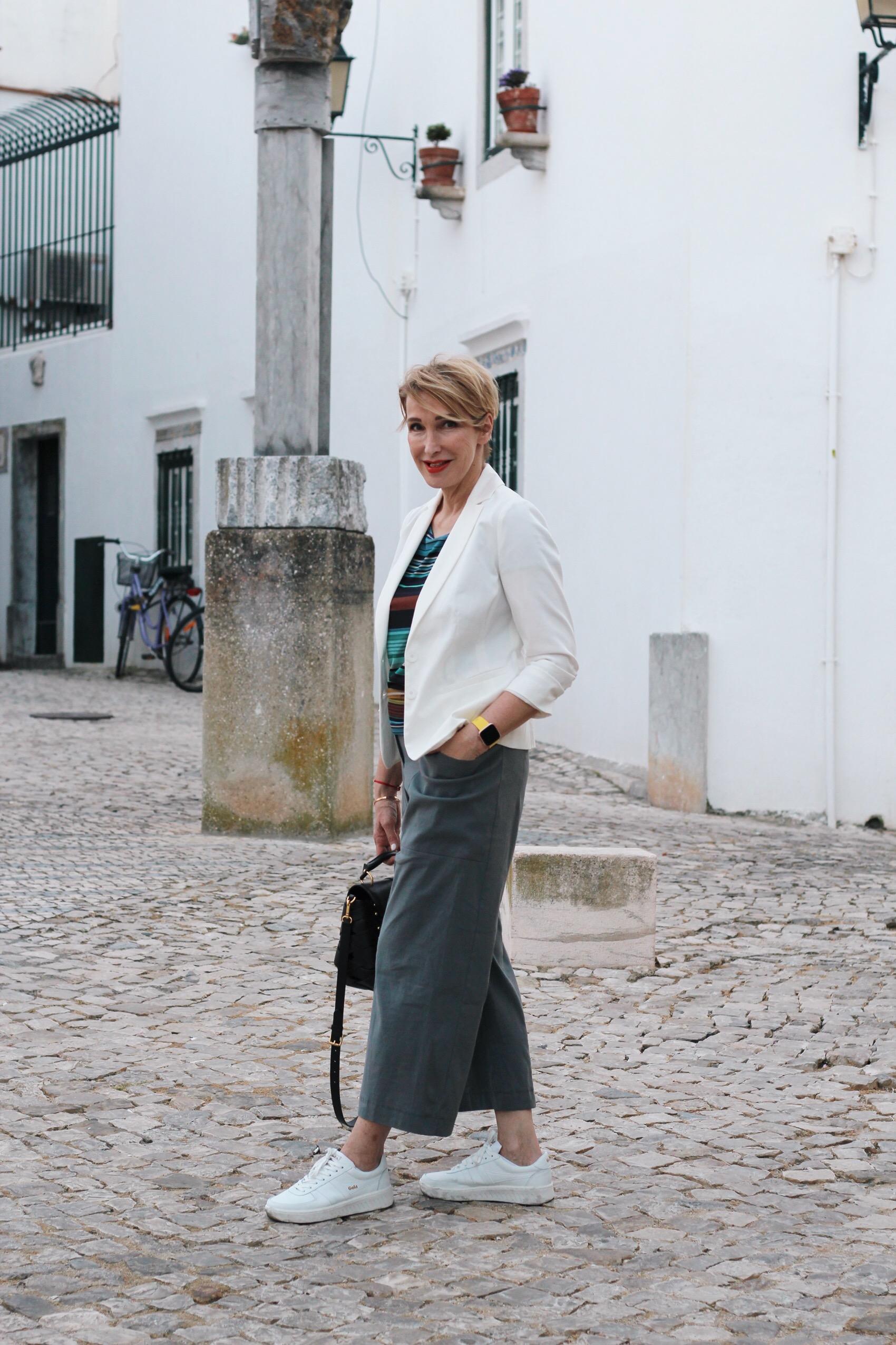 glamupyourlifestyle Stilvorbilder frühlings-Outfit culottes Blazer Sneaker ü-40-blog ü-50-blog ue-40-blog ue-50-blog