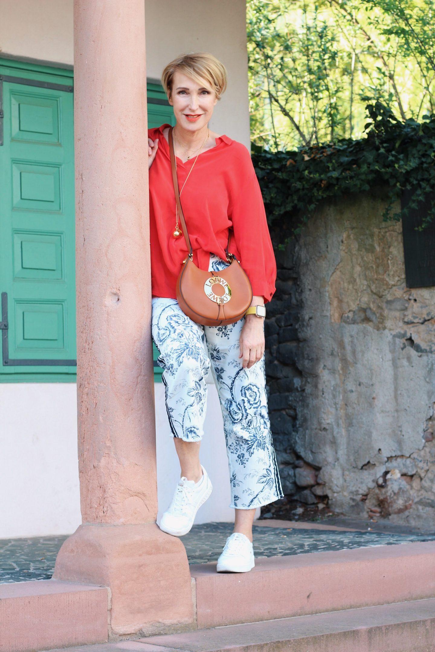 gut sitzende, passende Hosen von Toni-Fashion. Erfahrungen und Outfitinspirationen für den Frühling für Frauen Ü40 Ü50