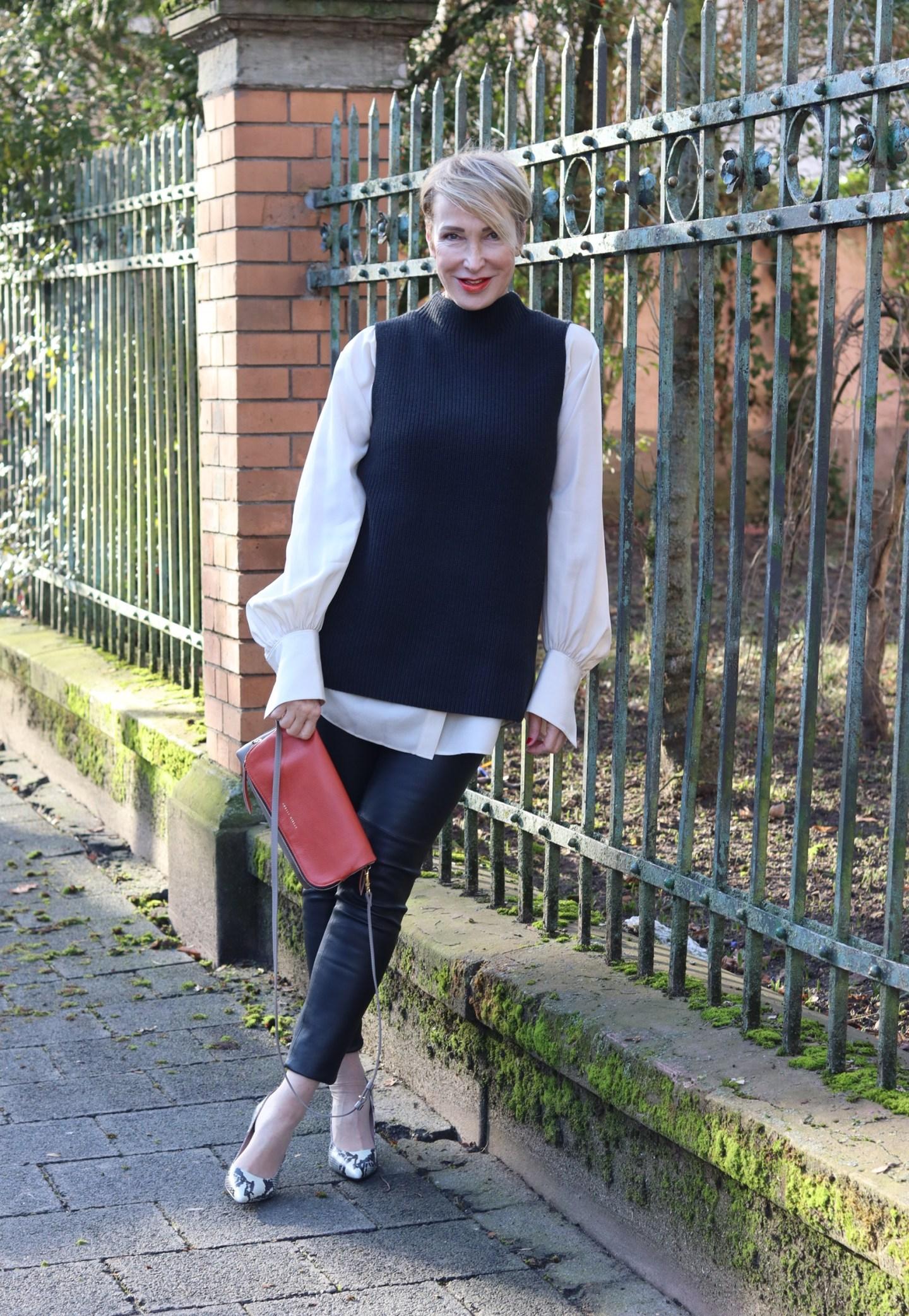 Der Pullunder als Modetrend für Frauen über 40, über 50 - Glamupyourlifestyle Blog