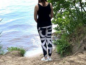 Katy in Adidas Leggings am See