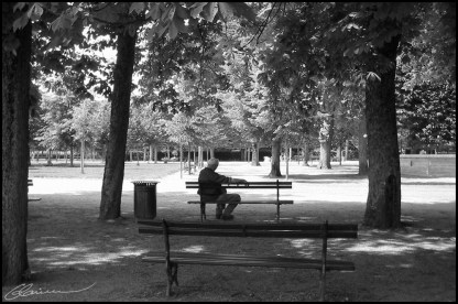 Time goes by... endlessly. (Parc de Blossac, Poitiers, juin 2003.)