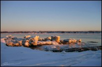 Fonte des neiges. (Rive du Fleuve, Ile d'Orléans, Québec, Canada, février 2004.)
