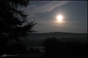 Cold moon. (Saint-Mathieu-du-Parc, Québec, juillet 2004.)
