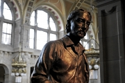 <h5>Robert Louis Stevenson Statue in Kelvingrove Art Gallery</h5>