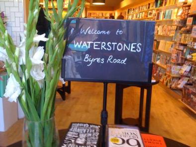 waterstones_byres_road.thumb.jpg.58d157ef8d3c3fe39729952ca537b4a4