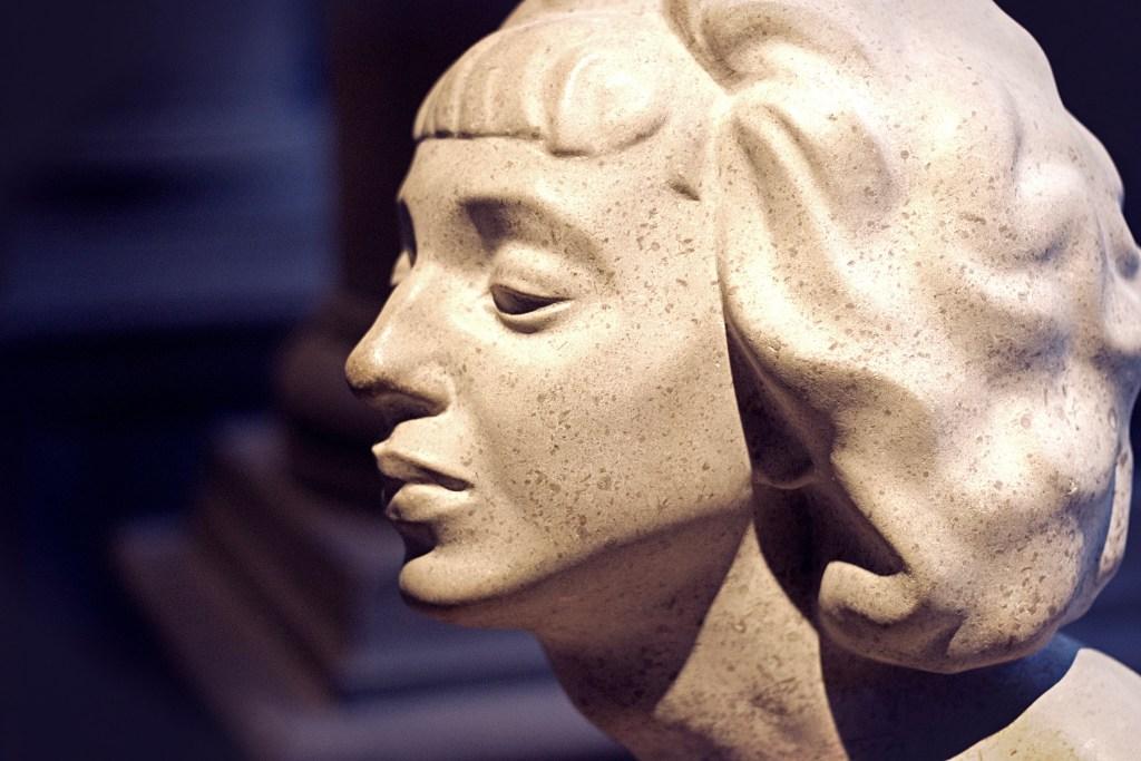 Kelvingrove Art Gallery Statue