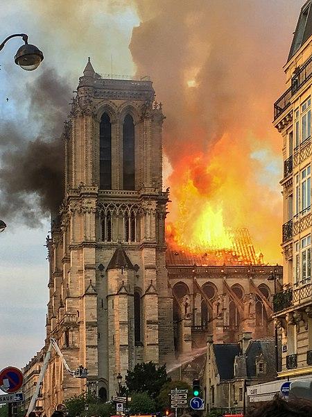 450px-Incendie_Notre_Dame_de_Paris