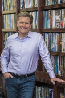 David-Baldacci-author-pic-GUY-BELL-211x316