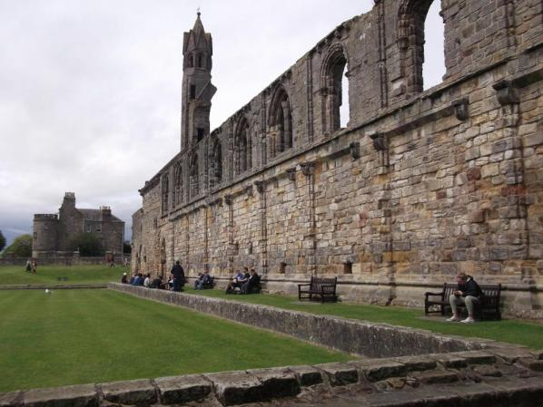 abbey 2 ruins yonza st andrews.