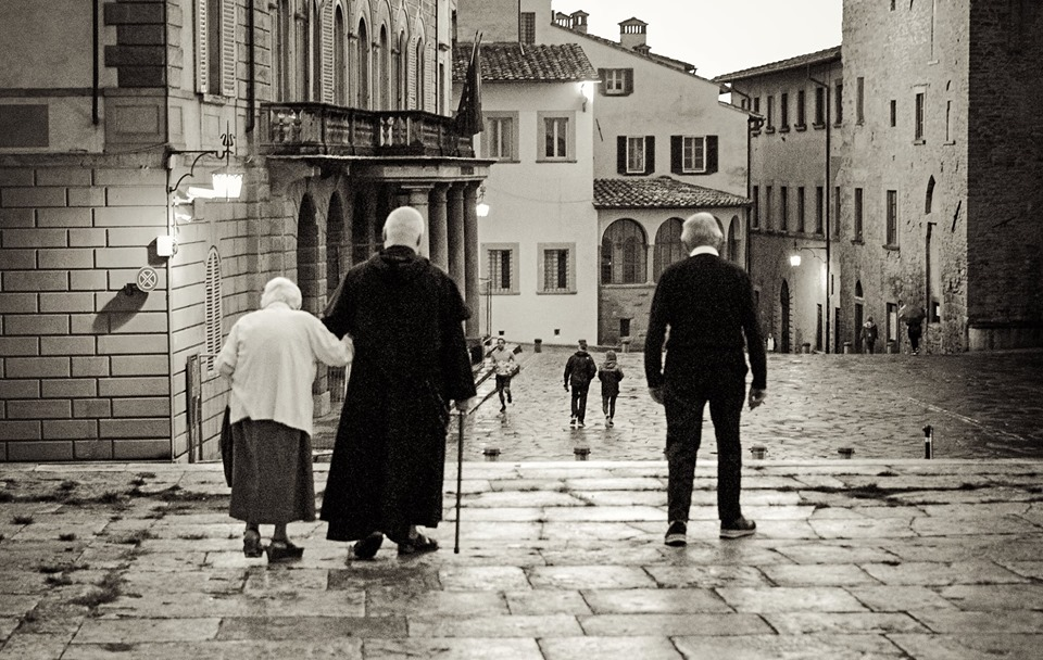 outside cathedral arezzo 2