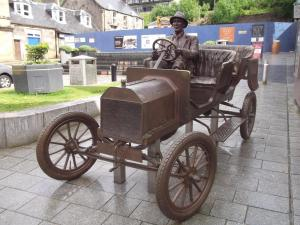 old car statue.jpg