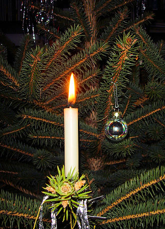 330px-Candle_on_Christmas_tree_3