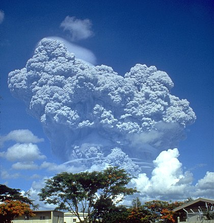 420px-Pinatubo91eruption_clark_air_base