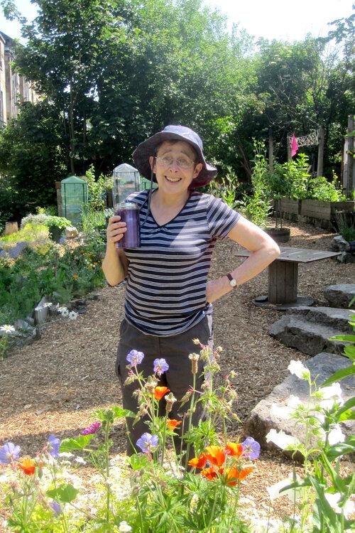 Esther+in+the+garden+V3