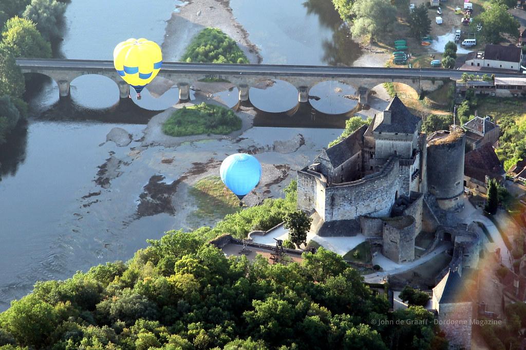 Dordogne Magazine-hot-air-ballooning - Chateau de Castelnaud4 by Dordogne Magazine is licensed under CC BY 2.0