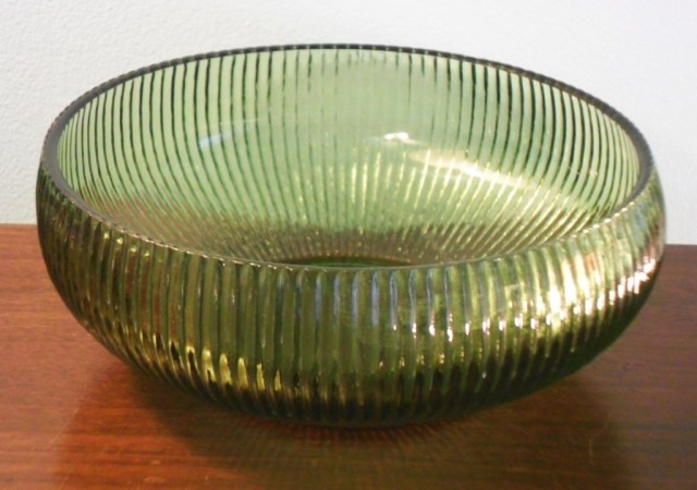 E. O. Brody Company ribbed bowl in avocado green, circa 1960s.