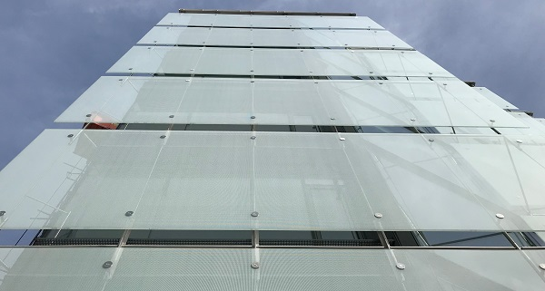 10m glass panes, laminated, toughened and fritted on the new Uría Menéndez Abogados sustainable headquarters