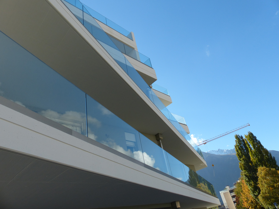 Glass balustrade for private building