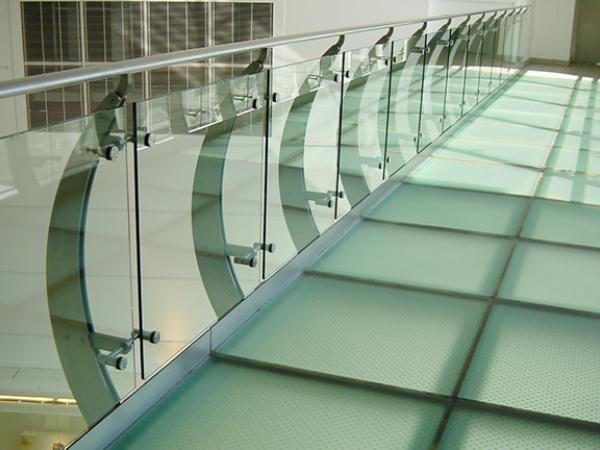 Glass Balcony And Balustrade Designs To Inspire You Glassonweb Com   Glass Handrails For Balcony   Glass Guardrail   Exterior   Stainless Steel   Staircase   Veranda