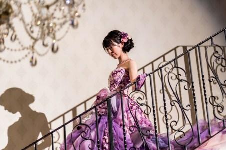 大階段を下りる花嫁