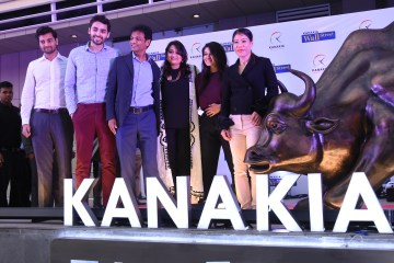 Mary Kom unveils bull and girl at Kanakia in Mumbai