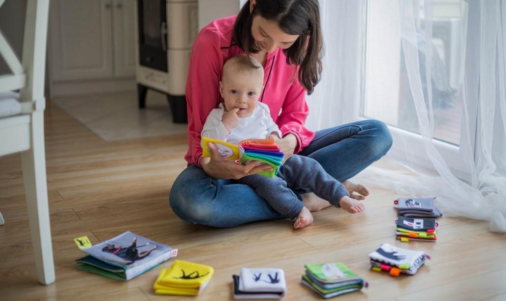 mom kid reading books