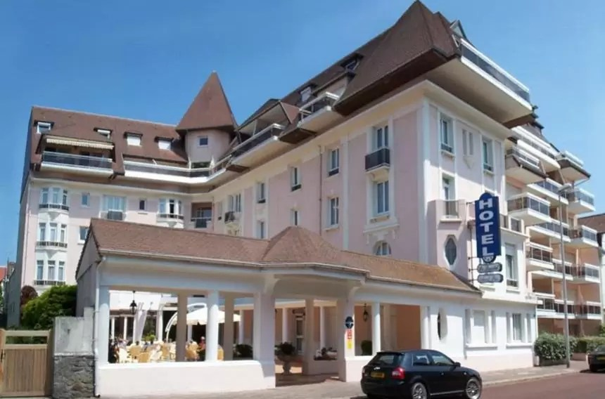 FRANCE – 3* Hotel Bristol Le Touquet Golf Holiday & Golf Break Offers