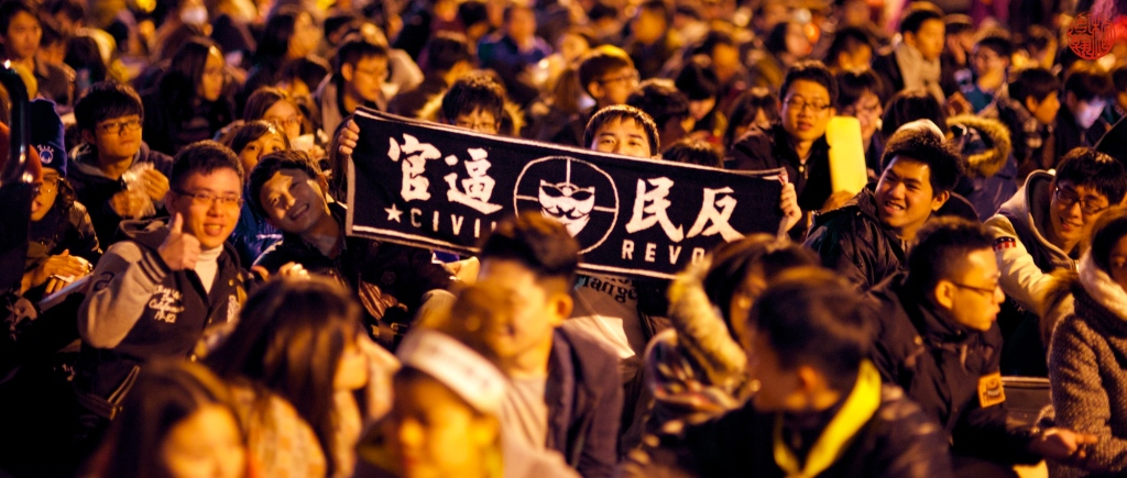"""Students gather outside Taiwanese legislature on March 21, 2014, protesting the trade agreement between Taiwan and China"" (Yohmi, Flick Commons)"