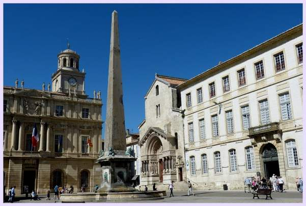 France-travel-Arles-Vincent-Van-Gogh-South-of-France-Glimpses-of-The-World