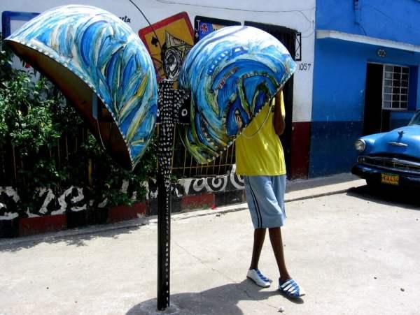 Cuba-travel-Havana-Callejon-de-Hammel-Glimpses-of-The-World