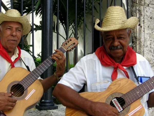 Cuba-travel-vacation-what-to-know-Glimpses-of-The-World
