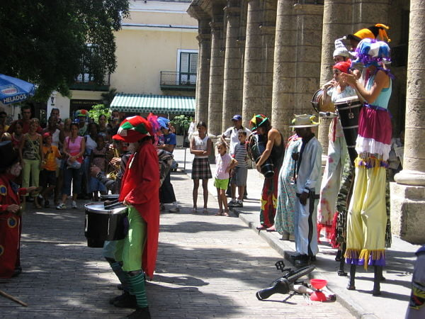 Entertainment group at Plaza de Armas, Glimpses of The World_opt