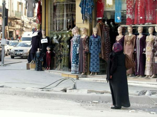 Jordan-travel-traditional-clothes-Glimpses-of-The-World