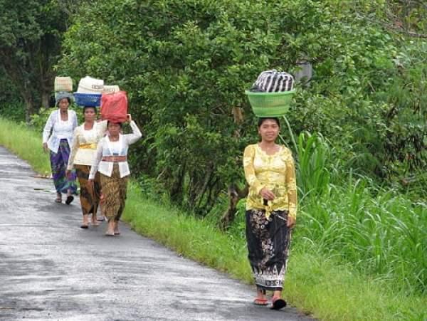 Bali-island-women-Glimpses-of-The-World